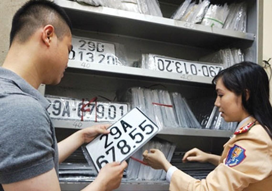 Tin nong ngay 20/7: Ban xe sang tinh khac phai nop lai bien so