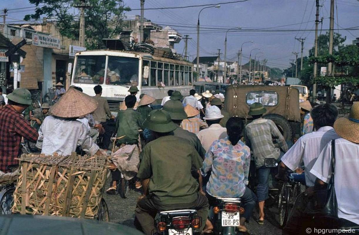 Hinh anh cuc sinh dong ve giao thong Ha Noi dau thap nien 1990-Hinh-2