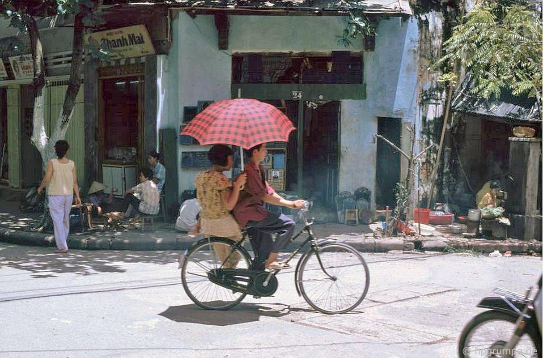 Hinh anh cuc sinh dong ve giao thong Ha Noi dau thap nien 1990