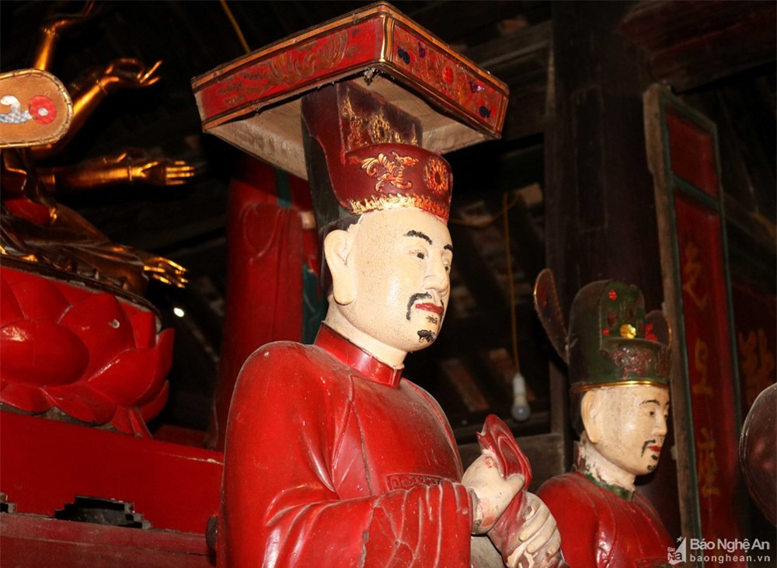 Tan muc nhung pho tuong doc dao trong ngoi chua co o Nam Dan-Hinh-4