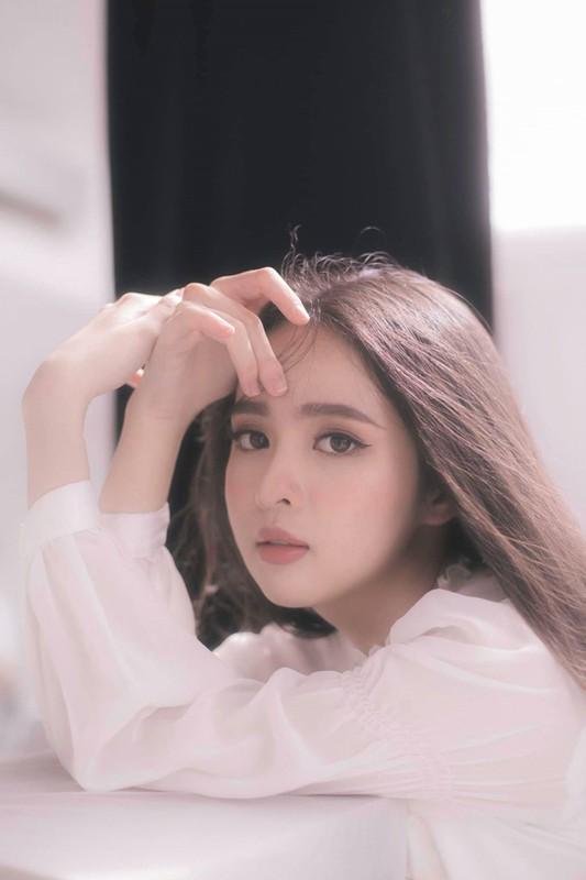 Soi dan hot girl truong Luat khoe anh xinh het phan thien ha-Hinh-2