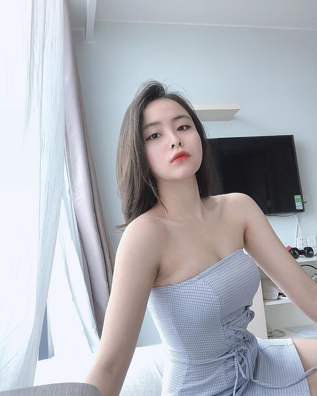 Soi dan hot girl truong Luat khoe anh xinh het phan thien ha-Hinh-4