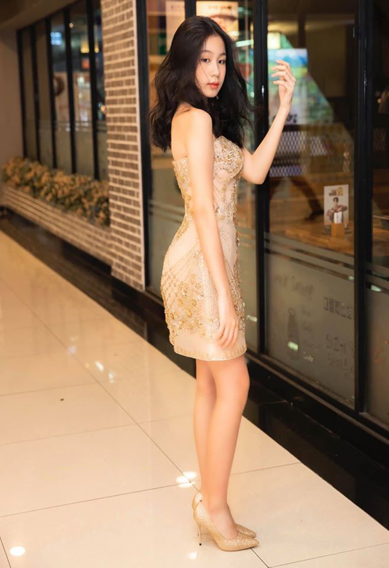 Dan hot girl 2K nha sao Viet khoe tuoi day thi nong bong-Hinh-3