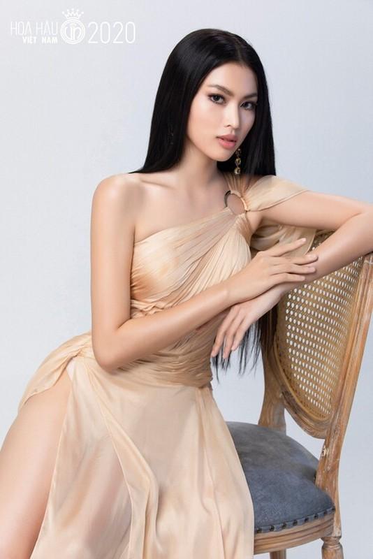 Thi sinh Hoa hau Viet Nam co doi chan dac biet khien CDM thich thu-Hinh-2
