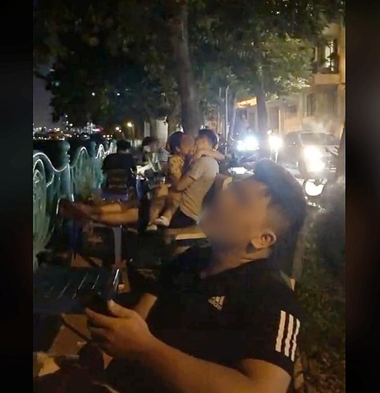 """Do mat nhung man dien canh nong qua """"bao"""" giua chon cong cong-Hinh-2"""