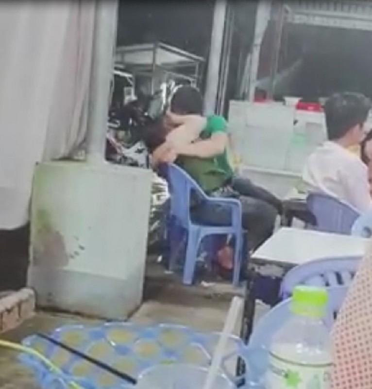 """Do mat nhung man dien canh nong qua """"bao"""" giua chon cong cong-Hinh-4"""