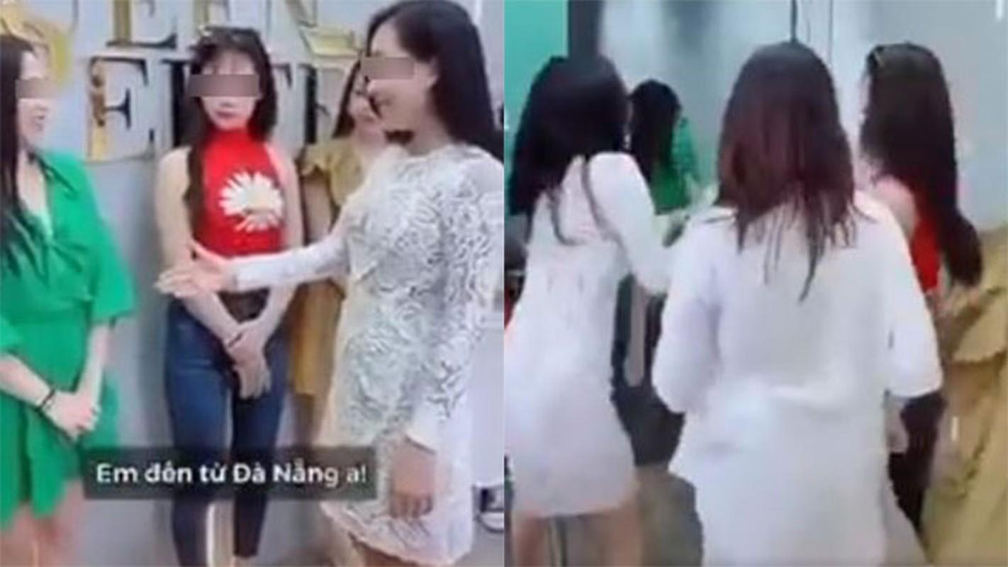 """Nhom gai xinh quay clip """"ky thi"""" nguoi Da Nang gay buc xuc"""