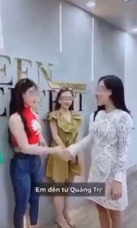 """Dong thai cua nu chinh trong clip """"ky thi"""" Da Nang gay buc xuc-Hinh-4"""