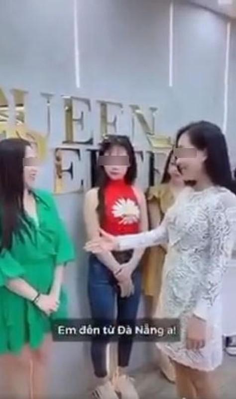 """Dong thai cua nu chinh trong clip """"ky thi"""" Da Nang gay buc xuc-Hinh-5"""