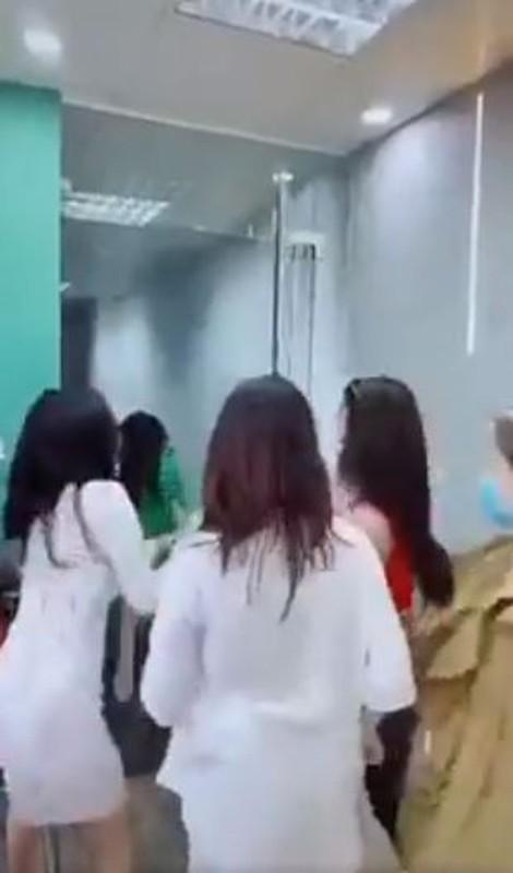"""Dong thai cua nu chinh trong clip """"ky thi"""" Da Nang gay buc xuc-Hinh-6"""