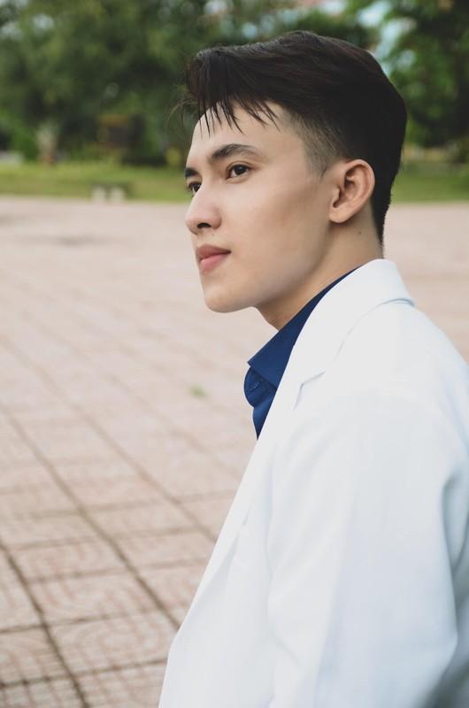"""Nam than truong Y co goc nghieng than thanh """"don tim"""" dan tinh"""