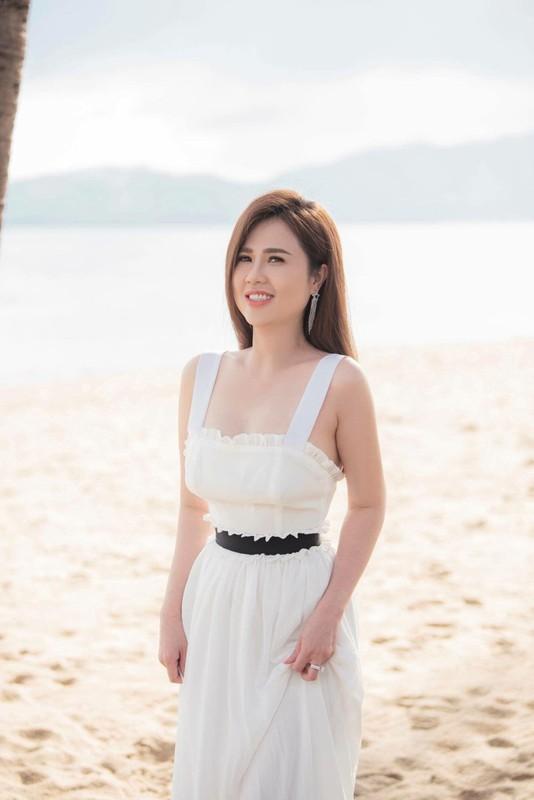 Chi gai Ngoc Trinh bi soi nhan sac khien dan mang thich thu-Hinh-10
