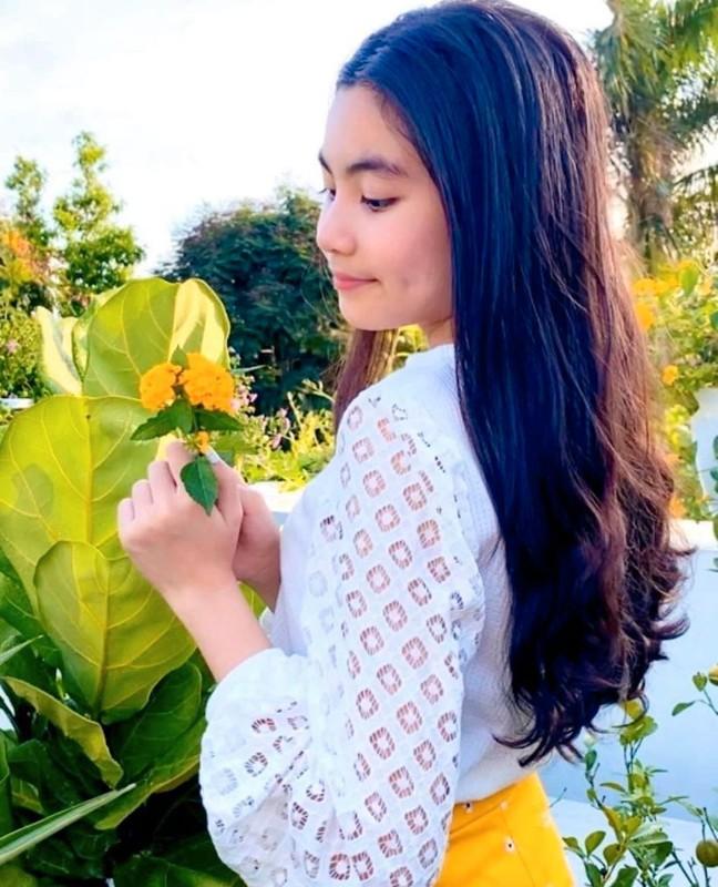 12 tuoi, co ut nha MC Quyen Linh ra dang hot girl thuc thu-Hinh-4