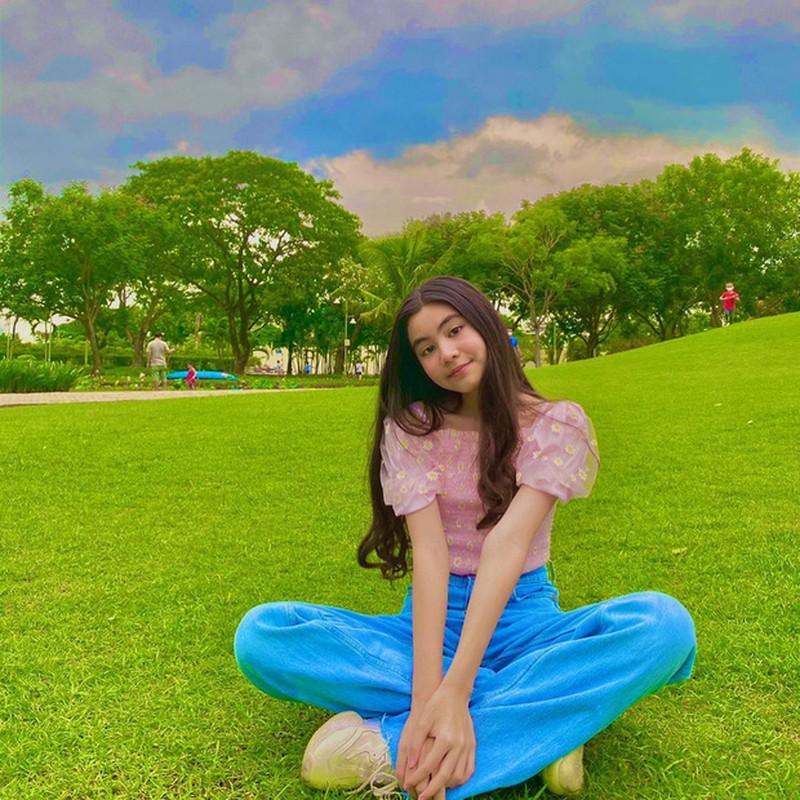 12 tuoi, co ut nha MC Quyen Linh ra dang hot girl thuc thu