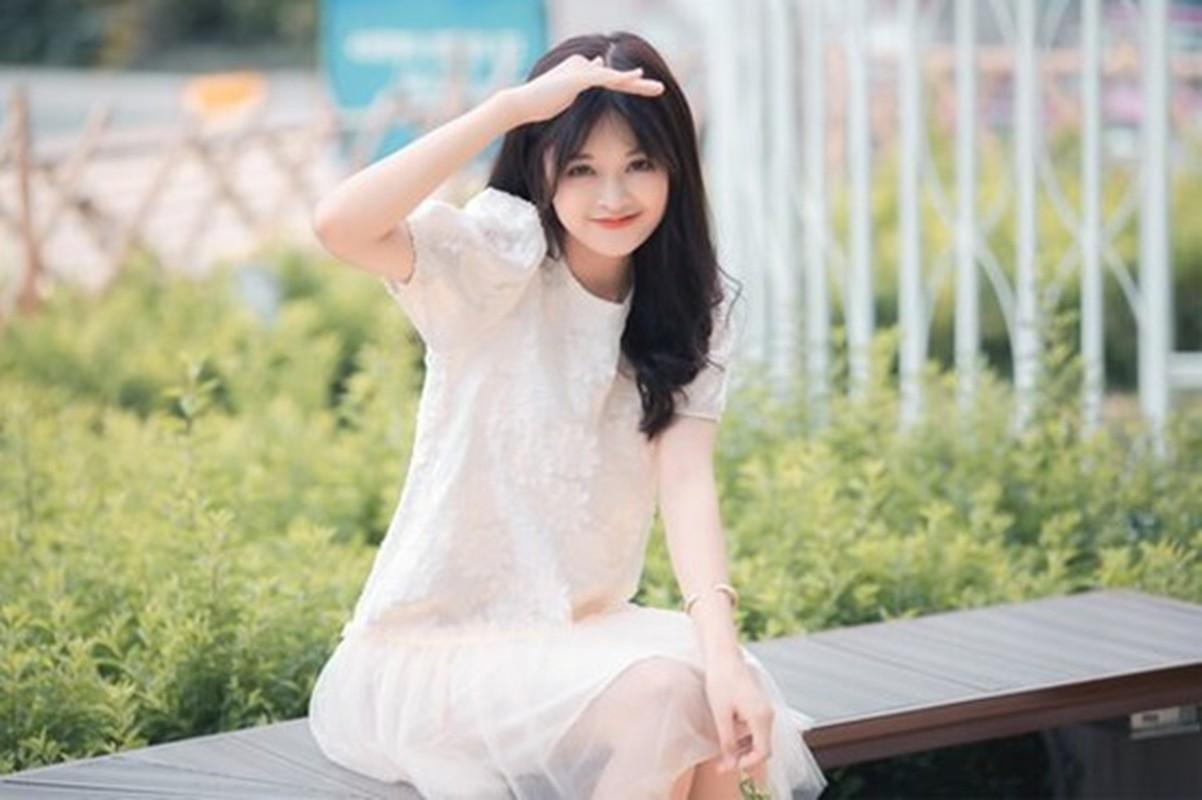 Nu sinh truong Nhan Van khoe nhan sac trong veo tua suong mai-Hinh-9