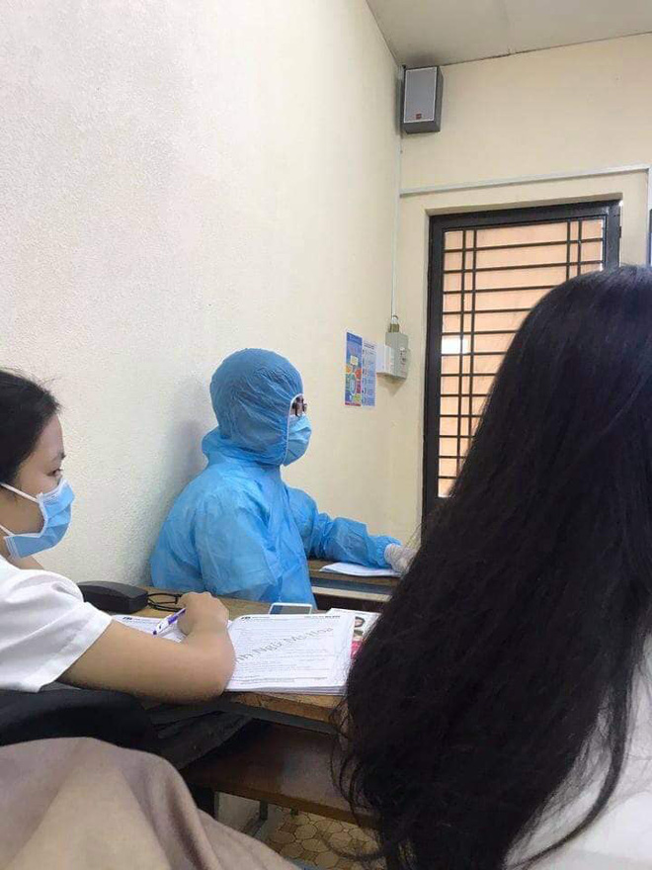 Mac nguyen do bao ho den truong, 2 nam sinh gay xon xao MXH-Hinh-3