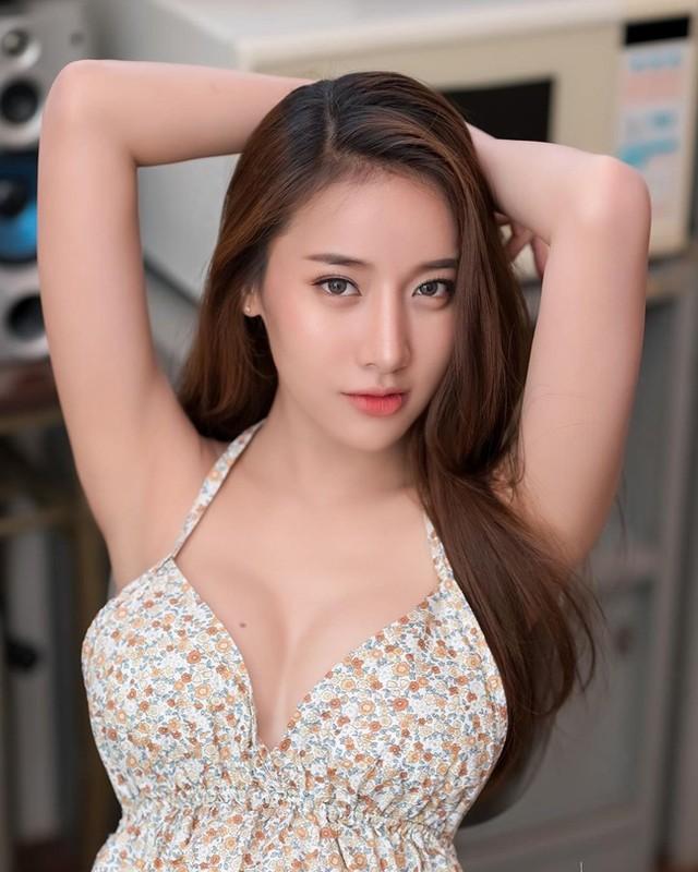 Nu than goi cam so 1 Thai Lan khoe than hinh ruc lua