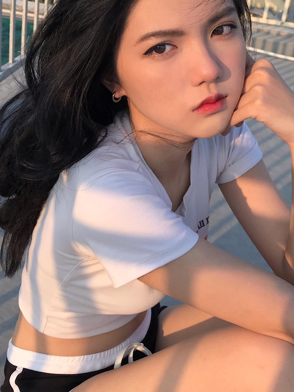 "Hot girl 2K3 ""day thi hoan hao"" voi guong mat ""lanh nhu tien""-Hinh-13"