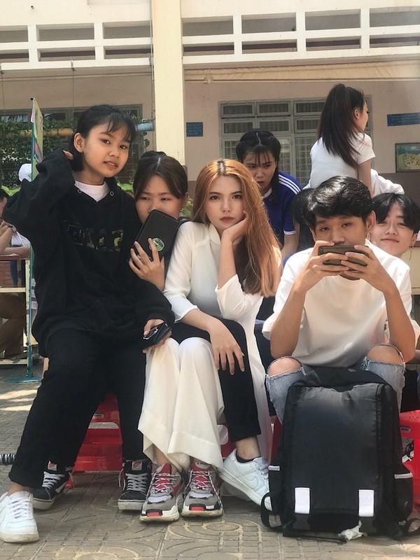 "Hot girl 2K3 ""day thi hoan hao"" voi guong mat ""lanh nhu tien""-Hinh-2"