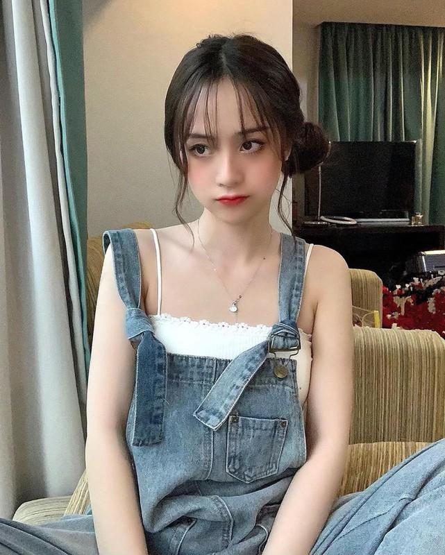 Xuat hien tren bao Trung, hot girl Tik Tok gay chu y vi dieu nay-Hinh-10