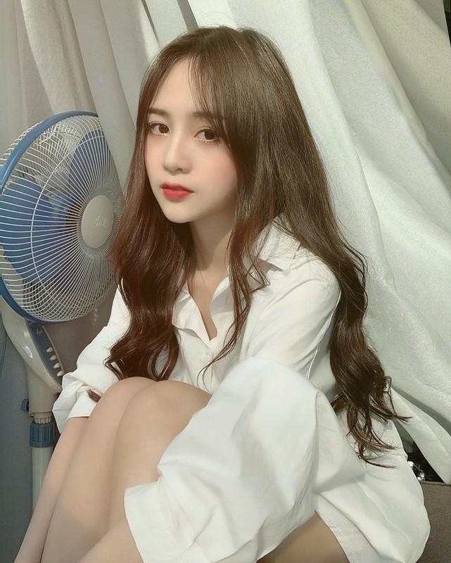 Xuat hien tren bao Trung, hot girl Tik Tok gay chu y vi dieu nay-Hinh-11