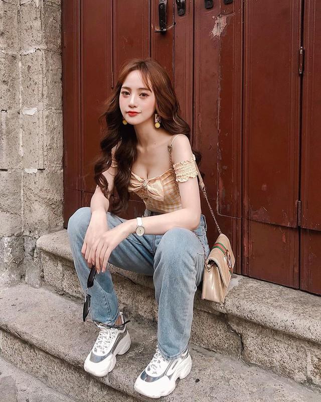 Xuat hien tren bao Trung, hot girl Tik Tok gay chu y vi dieu nay-Hinh-15