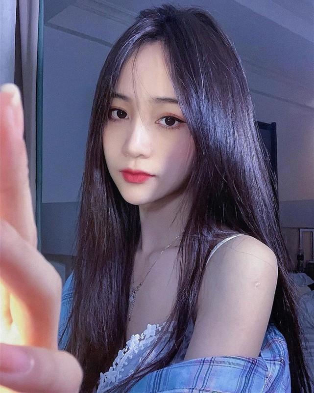 Xuat hien tren bao Trung, hot girl Tik Tok gay chu y vi dieu nay-Hinh-4