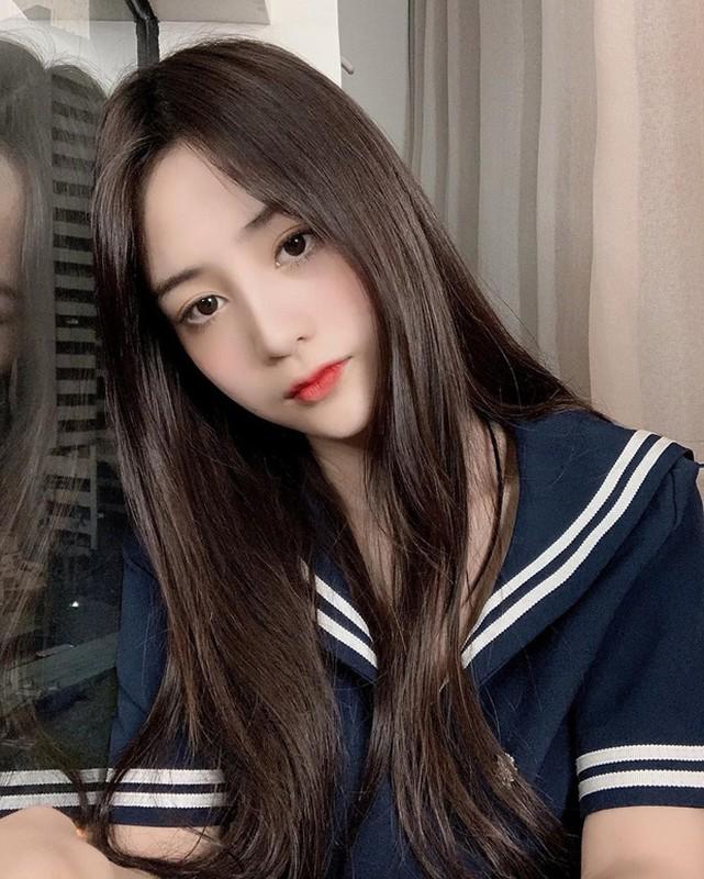 Xuat hien tren bao Trung, hot girl Tik Tok gay chu y vi dieu nay-Hinh-6