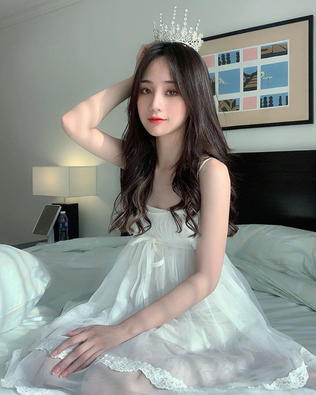 Xuat hien tren bao Trung, hot girl Tik Tok gay chu y vi dieu nay-Hinh-9