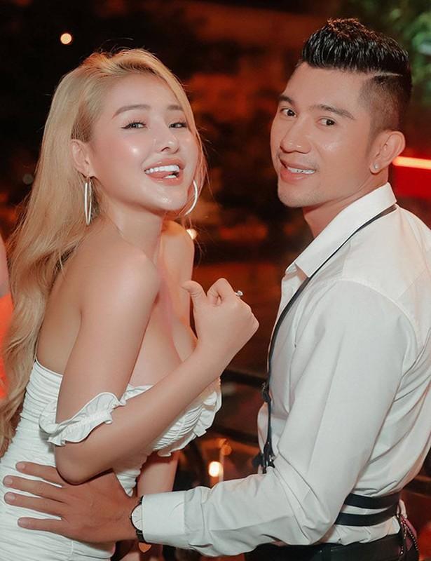 Chiec nhan Ngan 98 tu choi tu Luong Bang Quang co gia bao nhieu?