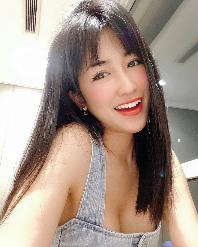 Mie va Trang Moon, hai nu DJ bi CDM dua len ban can nhan sac-Hinh-9