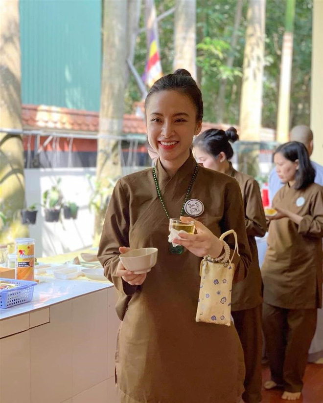 "Sau man o an, hot girl ""Kinh Van Hoa"" khoe nhan sac len huong-Hinh-2"