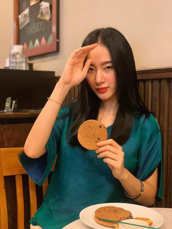 "Sau man o an, hot girl ""Kinh Van Hoa"" khoe nhan sac len huong-Hinh-6"
