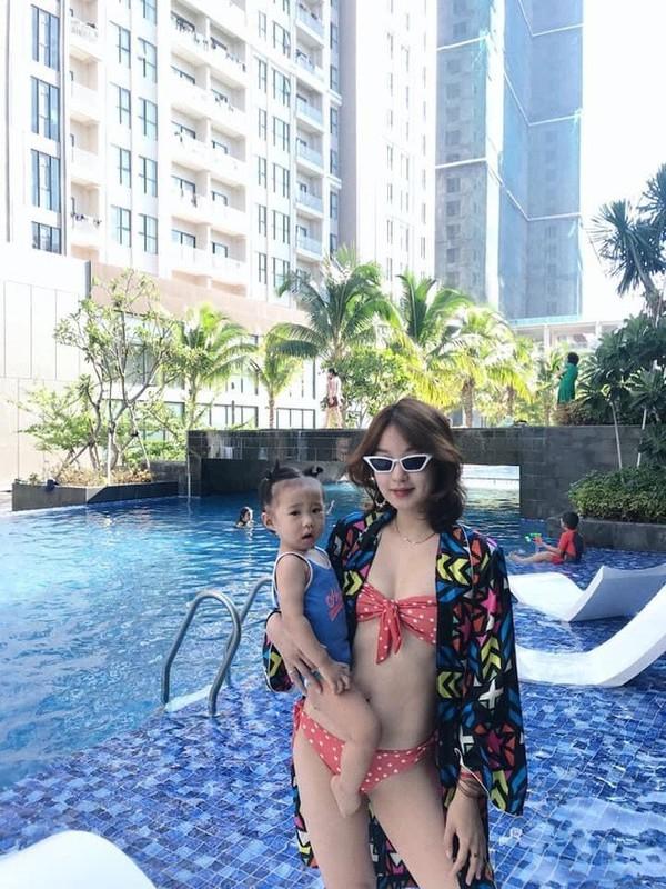 Hot girl doi dau Ha thanh khoe nhan sac