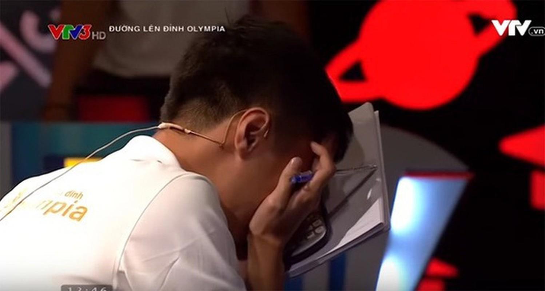 Hanh dong la, dan thi sinh Duong len dinh Olympia gay xon xao MXH-Hinh-11