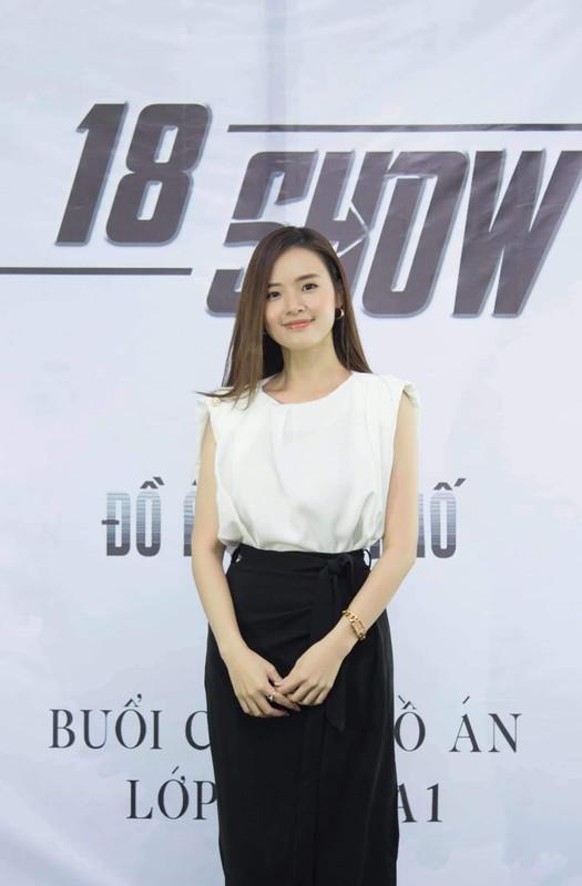 Sau gio day, nu giang vien hot girl gay sot voi phong cach tao bao-Hinh-3
