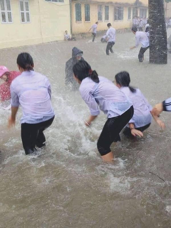 """Hinh anh mien Trung lu lut khien CDM thay """"nhoi trong tim""""-Hinh-4"""