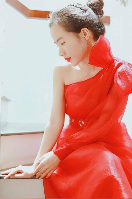 Dep tua idol Han Quoc, nu giang vien Binh Duong noi bat tren mang-Hinh-7