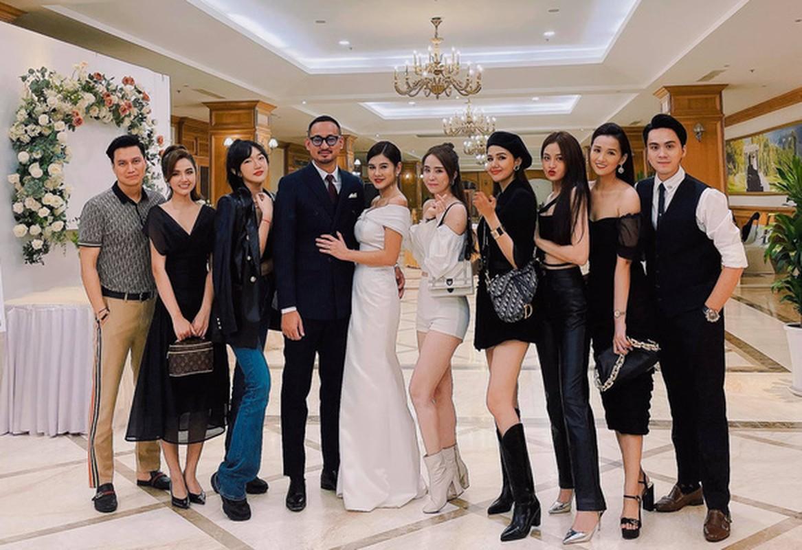 """MC Thu Hoai chiem spotlight trong dam cuoi sieu """"sang-xin-min"""""""