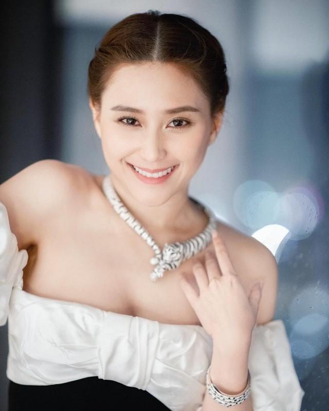 Xinh va giau, con gai vua song bac Macau khien chi em ghen ti-Hinh-5