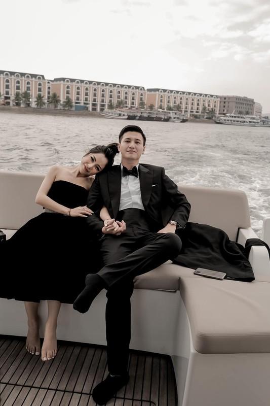 "Soi body hau tham my ban gai ""single mom"" cua dien vien Huynh Anh"