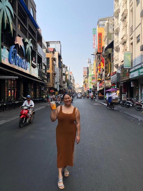 Nu vlogger goc Viet qua doi vi COVID-19 truyen nang luong de doi-Hinh-9