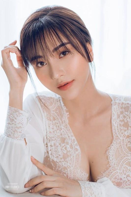 Dang anh goi cam, ban gai cau thu Hoang Duc dot chay Facebook-Hinh-11