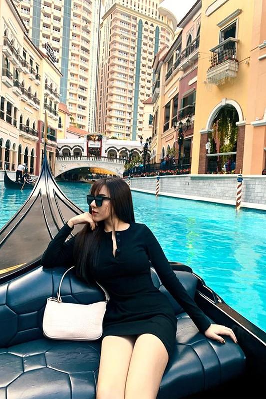 Dang anh goi cam, ban gai cau thu Hoang Duc dot chay Facebook-Hinh-13