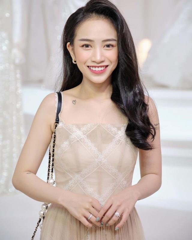 An mac xue xoa, con gai Minh Nhua nhan binh luan