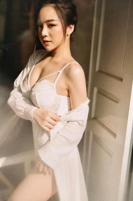 Khoe anh lam viec trong phong ngu, ''hot girl ngu gat'' gay chu y-Hinh-2