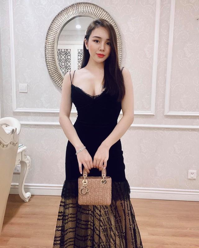 Khoe anh lam viec trong phong ngu, ''hot girl ngu gat'' gay chu y-Hinh-9