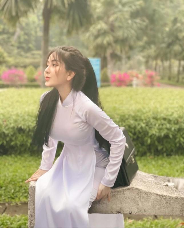 """Dan nu sinh Viet khien dan mang """"met tim"""" khi dien ao dai trang-Hinh-4"""