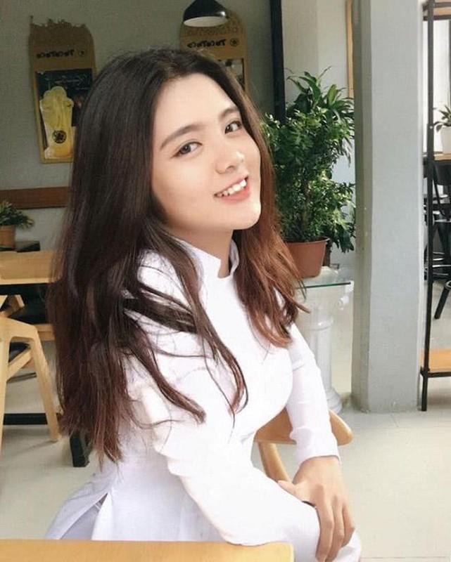 """Dan nu sinh Viet khien dan mang """"met tim"""" khi dien ao dai trang-Hinh-9"""