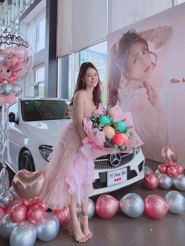 "Hot girl Viet co thu nhap ""khung"" nhat nam 2020, goi ten ai?-Hinh-11"